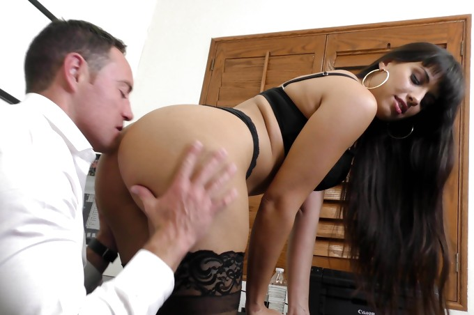 MILF Boss Mercedes Uses Her Sexy Ass to Seduce