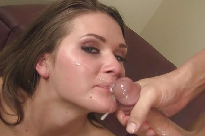 Abby visar vad hon använder för att fånga killar