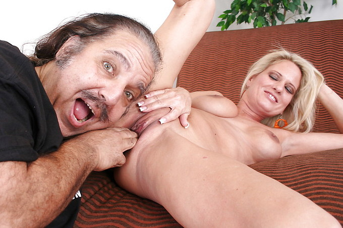 Ron Jeremy z piękną blond mamuśką Bridgett Lee