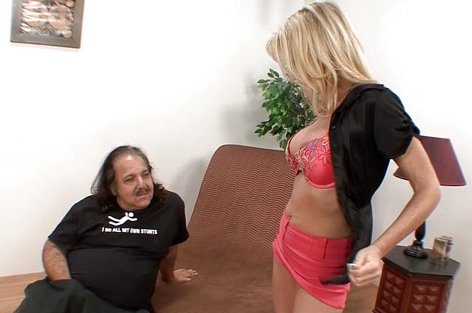 Ron Jeremy scopa la bionda tardona Bridgett Lee