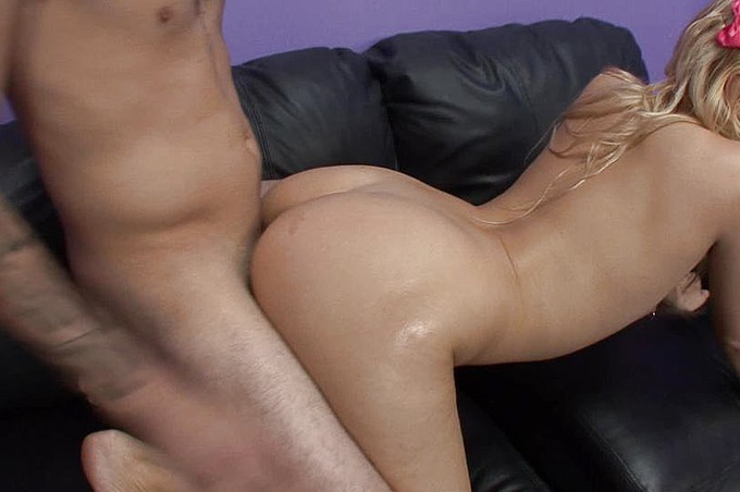 Mike Deez Buries His Cock Inside Mallory Rae Murphy