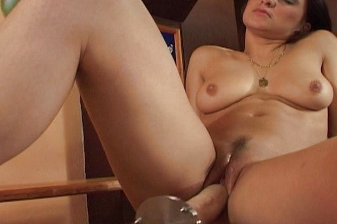 Sexy Thick Tenna Is All Alone And Feeling Very Wet