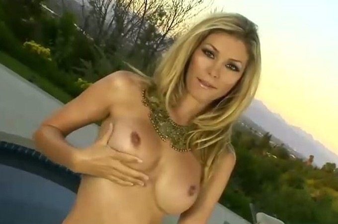Heather Vandeven Masturbates Her Pussy Poolside