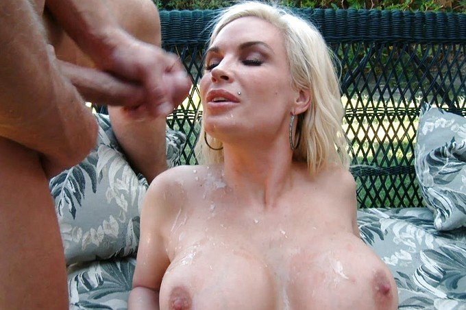 Neighbor Diamond Foxx With Huge Racks Fucks A Stud Outdoors