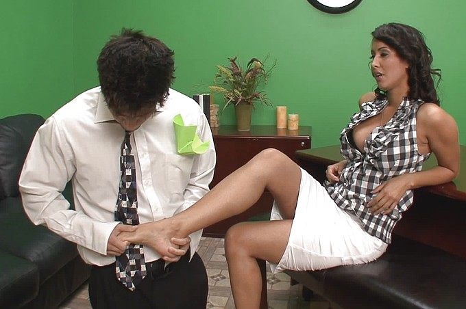 Isis Love Gets Fucked In The Office By Damien Parks