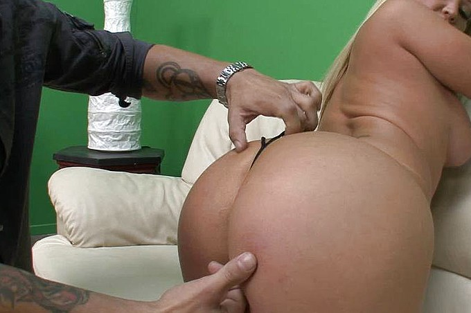 Austin Taylor's Big White Booty Loves To Swallow Dick