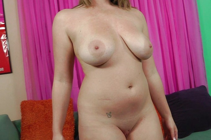 Busty Leihla Leionni Sucks On A Big Dick Until It Explodes