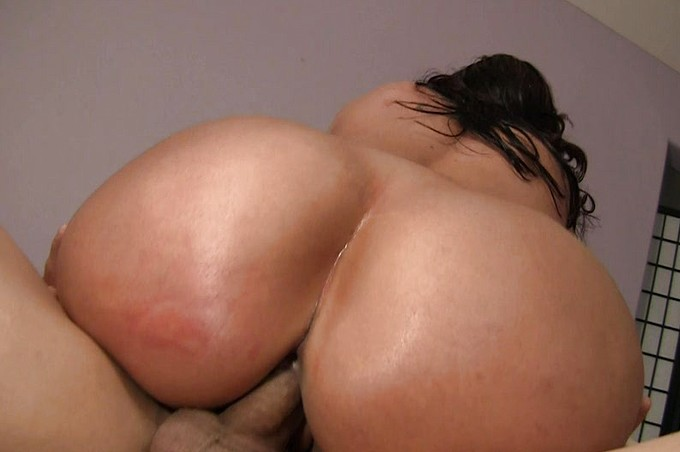 Kelly Divine Knows How To Take A Giant Dick