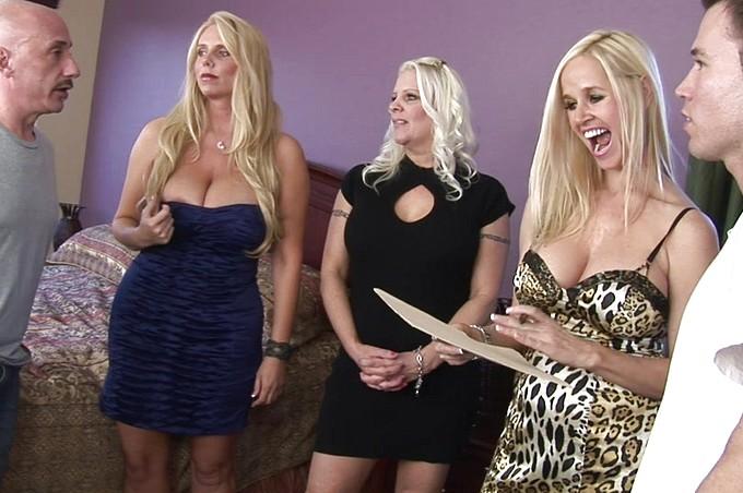 Ram och Tim Cannon har en orgie med tre storbröstade blondiner