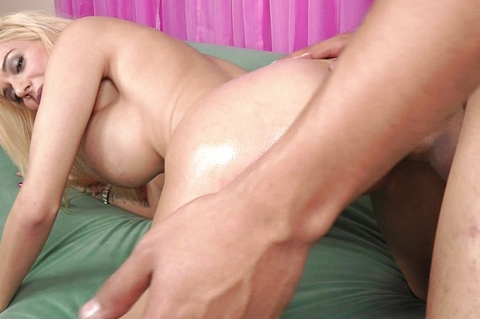 Sexy Mariah Sucks And Fucks A Huge Dick On The Bed