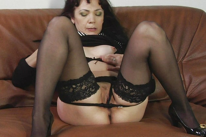 Milfs Over 40 Looking For A Deep Hard Dicking