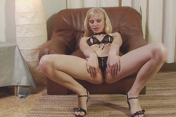 Julia Rims Surge Before Getting A Deep Dicking