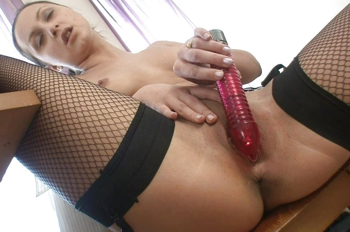 Amber And Her Horny Roomate Have Some Afternoon Delight
