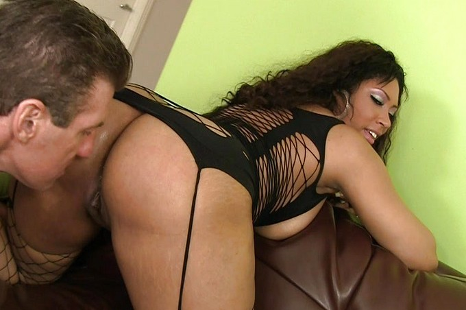 Leo Stone Fucks Gorgeous Babe Carmen Michaels