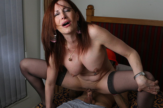 horny housewife fucks well endowed construction man