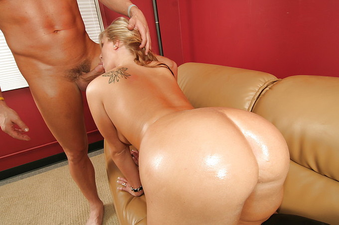 Phat Ass Blonde Hottie Loves To Suck And Fuck