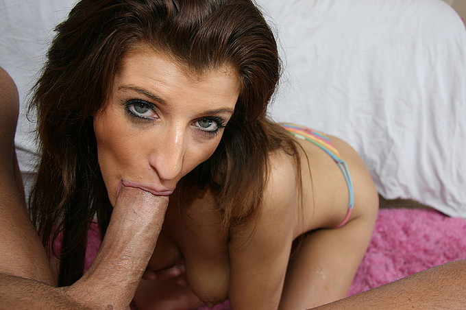 italia christie put a giant cock in her mouth and sucks