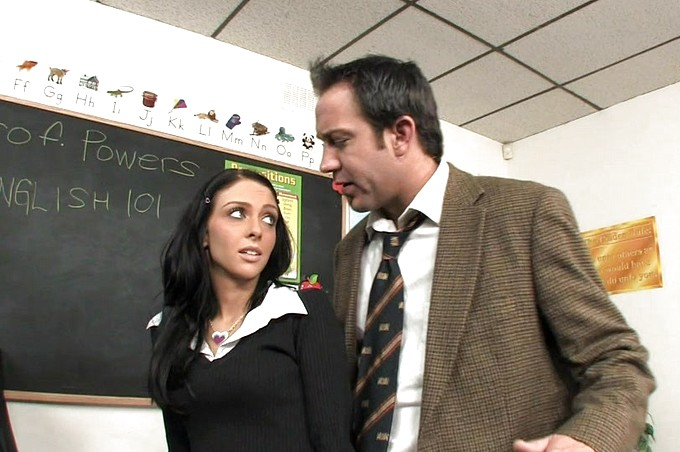 Stephanie Cane usa la sua passera per ricevere un ottimo voto in classe