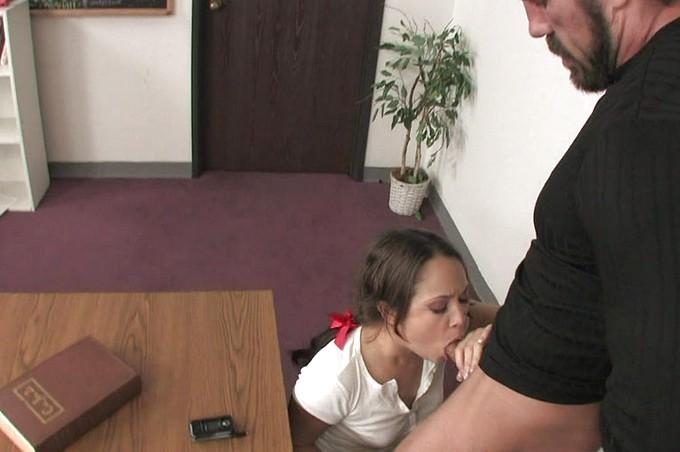 Kristina Rose está faltando a clases y necesita clases privadas
