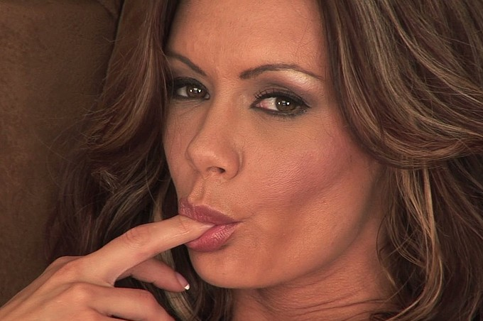 Sultry Crissy Moran Shows Off Sexy Body And Plays With Self