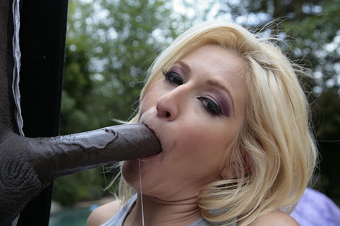 Paris Gables Fucking A Big Black Dick Outside