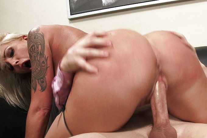 Extremely Sexy MILF Nina Elle Shows Why She's the Boss