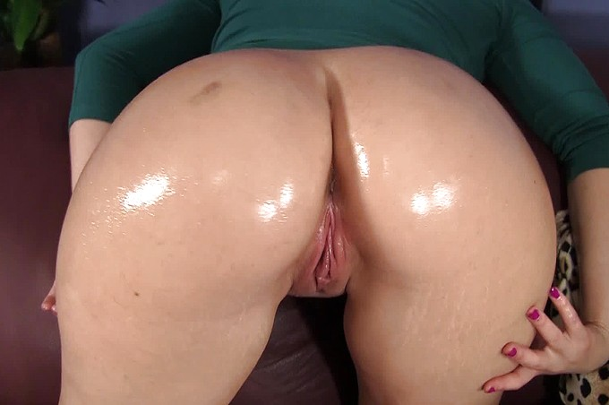 Slut With Fat Oiled Ass Gets The Business