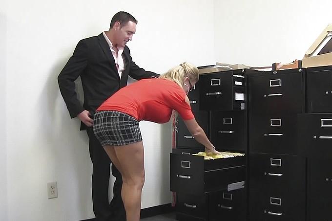 Romeo Price rżnie Avonę Dominica w biurze