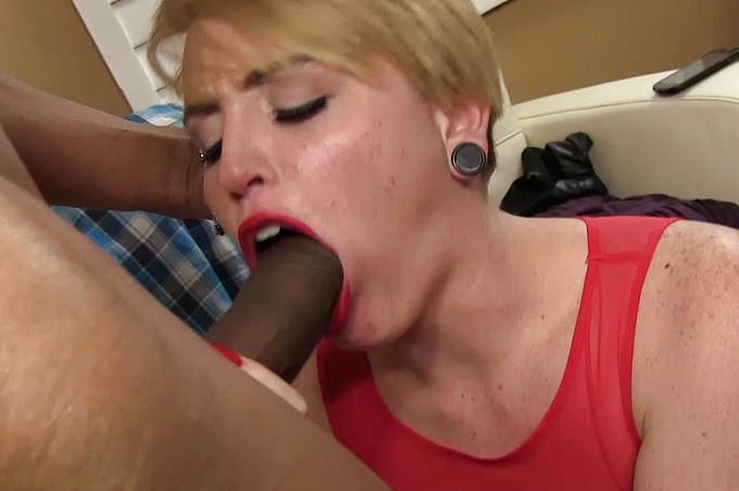 Justin Long Shoves Black Fat Cock Into Blond Interns Pussy.