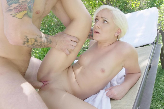 Hot Teen Cleo Vixen Gets Creampied at the Golf Course!