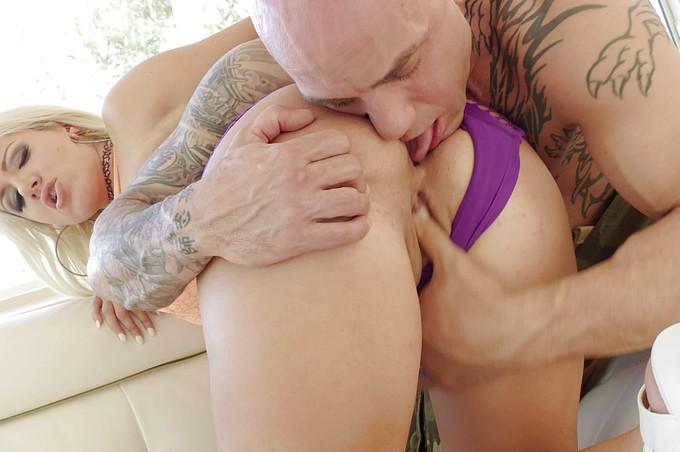 Layla Price, le cul statique se fait passionnément baiser
