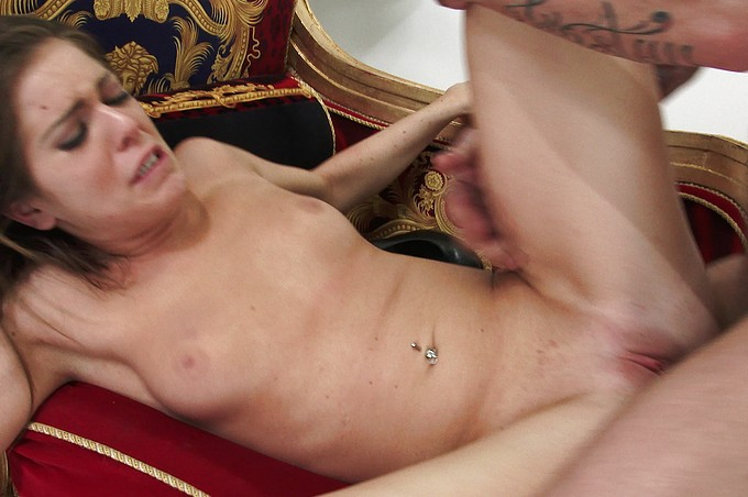 A la preciosa modelo de moda Jenna la seducen al porno real